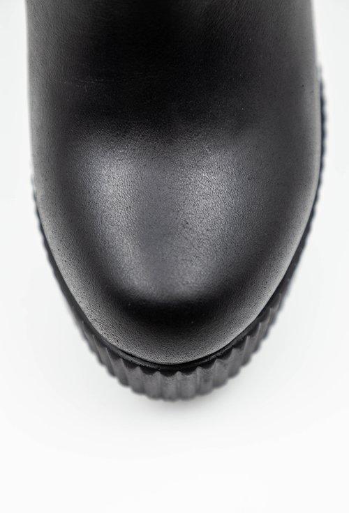 Botine negre din piele naturala cu detaliu cusaturi si curea