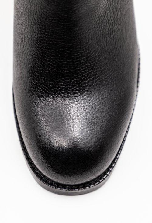 Botine negre din piele naturala cu o catarama in partea de sus