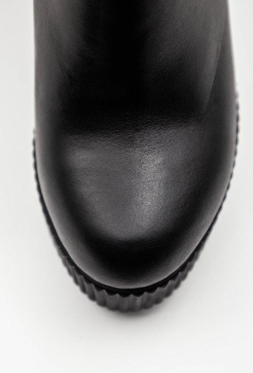 Botine negre din piele naturala cu tinte