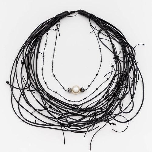 Colier din snur cu pandantiv perla