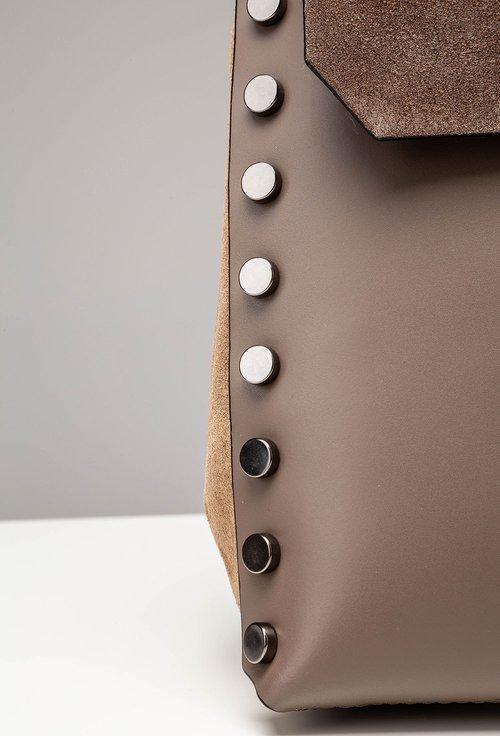 Geanta-rucsac maro din piele cu tinte pe margine