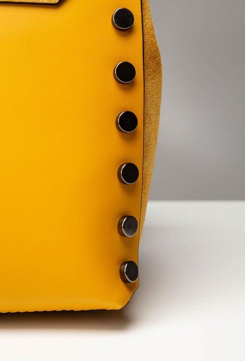 Geanta-rucsac nuanta galben mustar din piele cu tinte