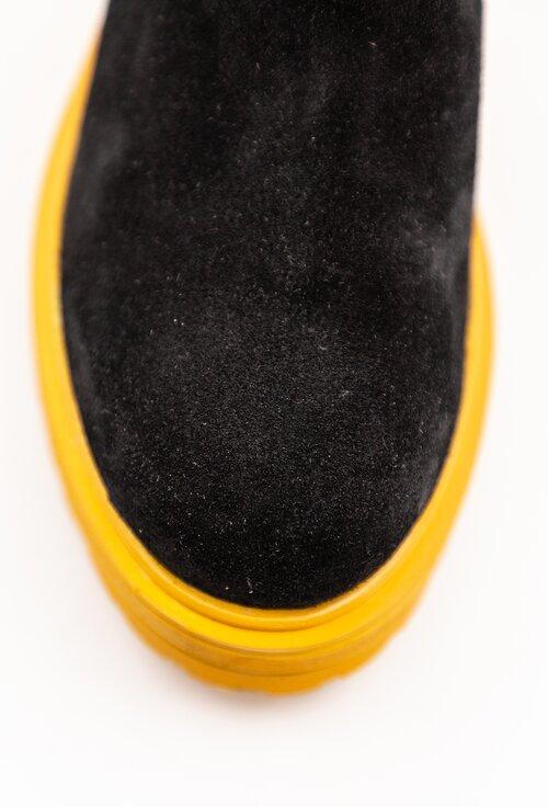 Ghete negre din piele intoarsa cu talpa galbena