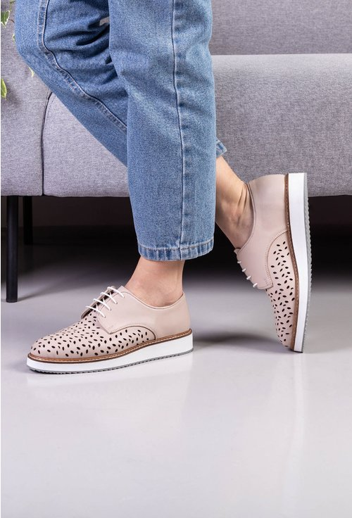 Pantofi bej din piele naturala cu perforatii