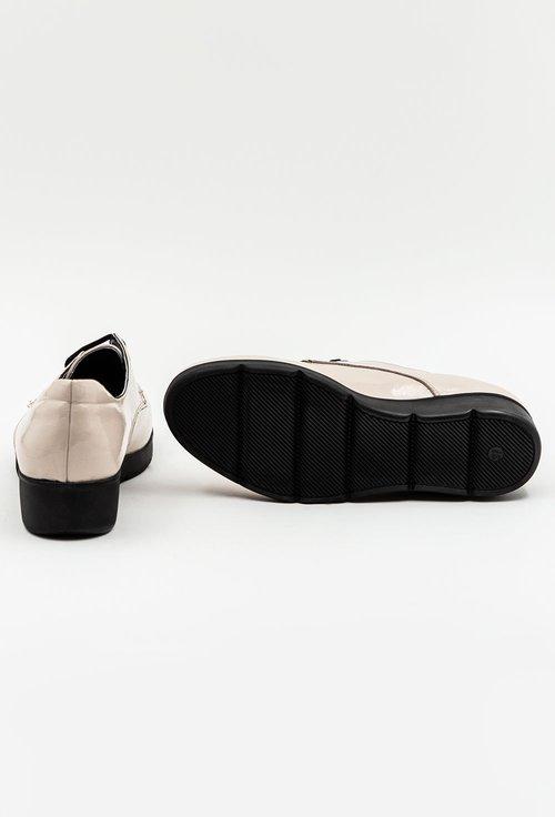 Pantofi bej din piele naturala lacuita