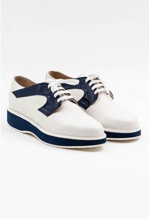 Pantofi casual albi din piele naturala cu detalii lacuite bleumarin