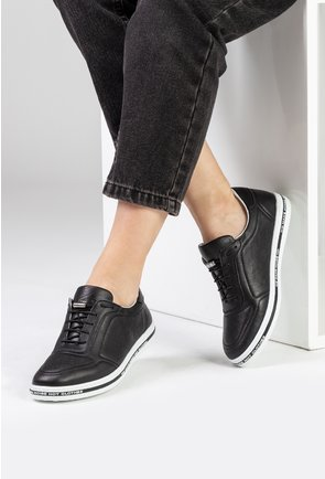 Pantofi casual negri din piele naturala perforata