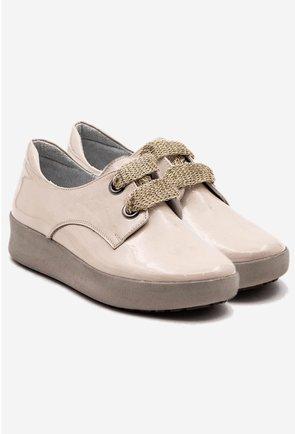 Pantofi casual nuanta crem din piele naturala lacuita