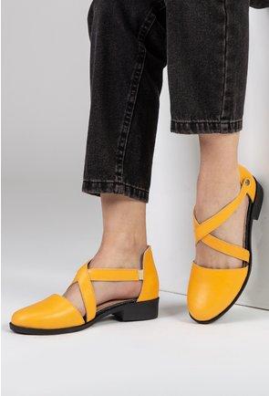 Pantofi galbeni din piele naturala cu capse