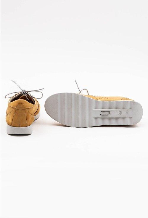 Pantofi galbeni din piele naturala intoarsa cu design perforat