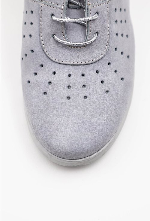 Pantofi gri din piele naturala intoarsa cu design perforat