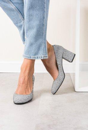 Pantofi negri din piele naturala cu imprimeu geometric alb Carla