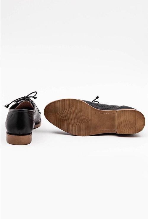 Pantofi negri din piele naturala cu detalii abstracte