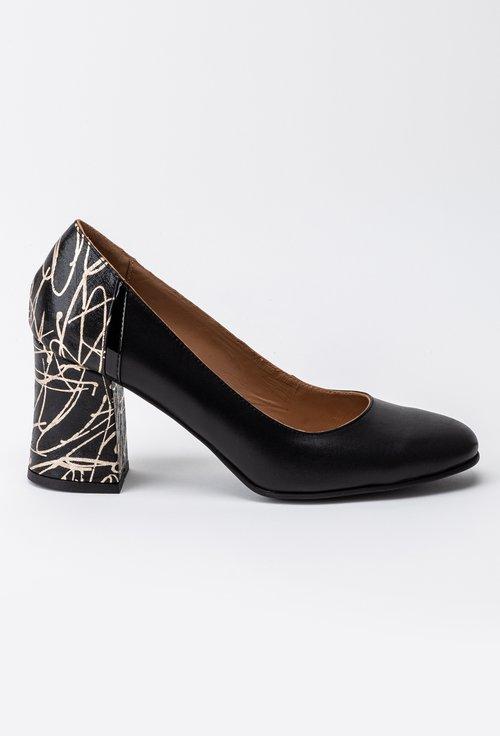 Pantofi negri din piele naturala cu imprimeu abstract pe toc