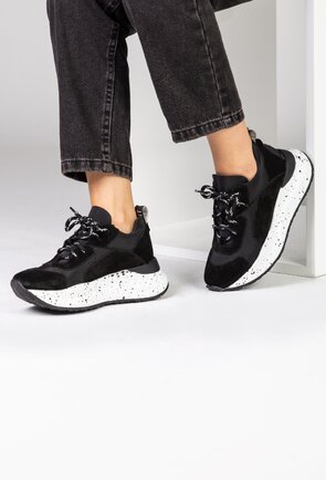 Pantofi negri din piele naturala intoarsa