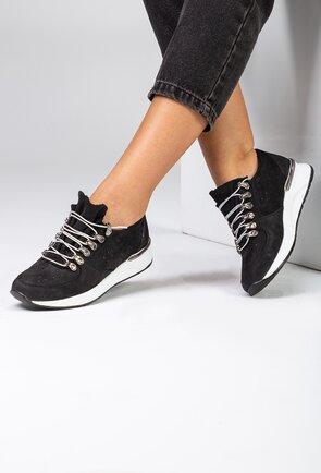 Pantofi negri din piele naturala intoarsa perforata