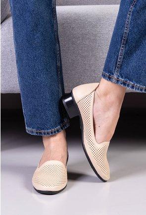 Pantofi nuanta bej din piele naturala perforata