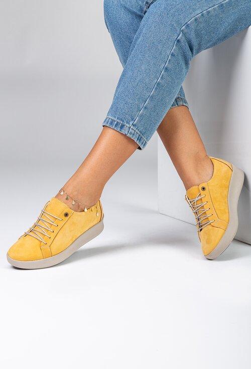 Pantofi nuanta galben banana din piele naturala intoarsa