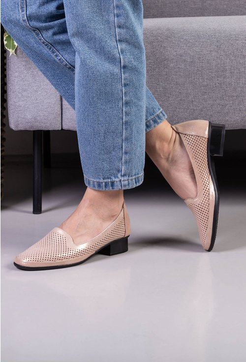 Pantofi nuanta nude cu insertii sclipitoare din piele naturala