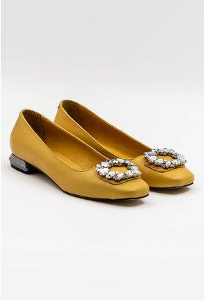Pantofi office galbeni din piele accesorizati cu brosa