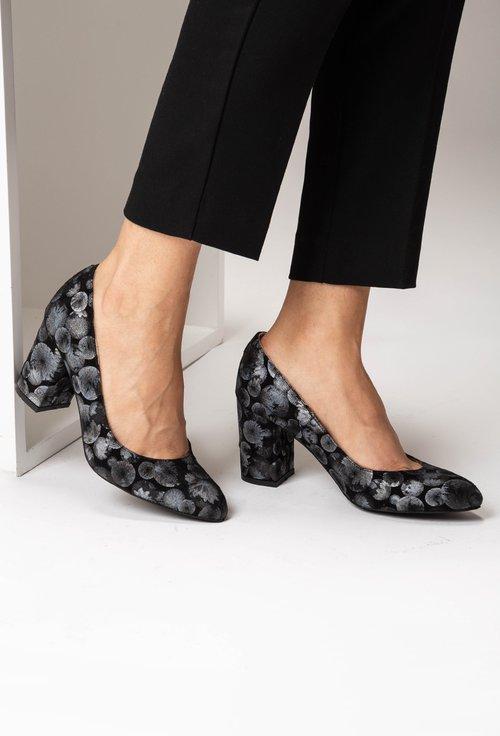 Pantofii din piele naturala intoarsa cu imprimeu cercuri