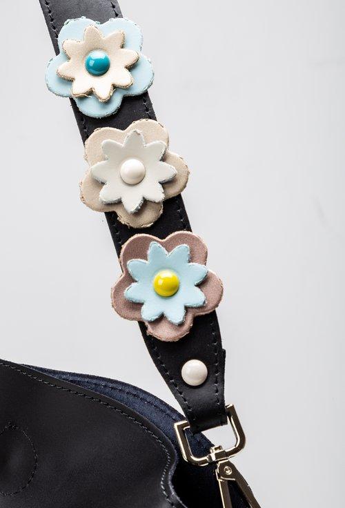 Poseta neagra din piele cu bareta cu aplicatii florale