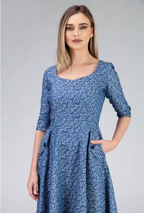 Rochie albastra cu buzunare si imprimeu trandafiri