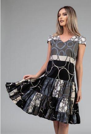 Rochie ampla cu imprimeu geometric si volane