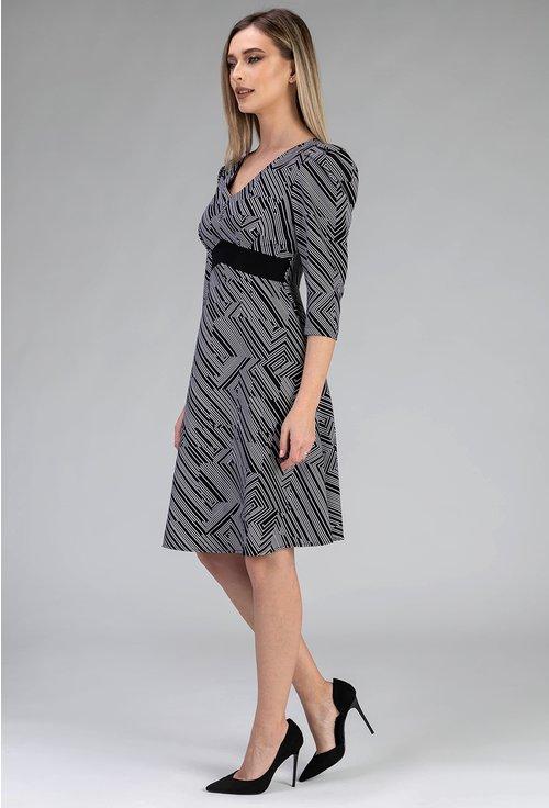 Rochie in nuante de alb cu negru cu imprimeu in zig zag