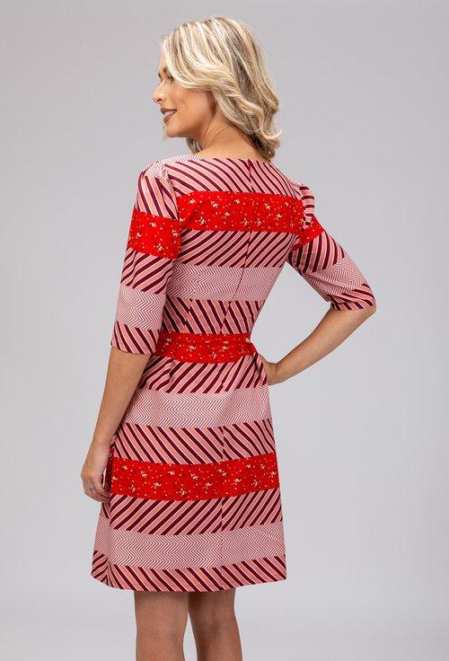 Rochie in nuante de rosu cu dungi orizontale cu imprimeuri