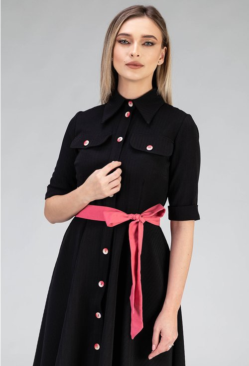 Rochie neagra cu buzunare si detalii roz