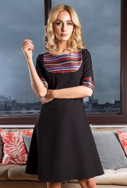 Rochie neagra cu imprimeu cu dungi multicolore Dora