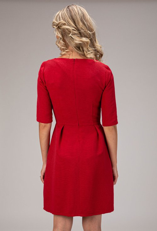 Rochie nuanta rosu inchis cu nasturi decorativi Sandra