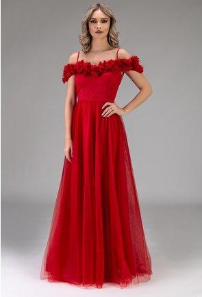 Rochie rosie cu aplicatii florale si umerii goi
