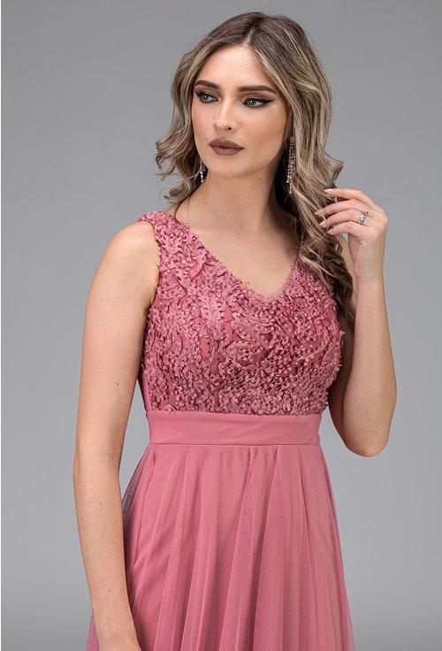 Rochie roz din tull cu aplicatii florale