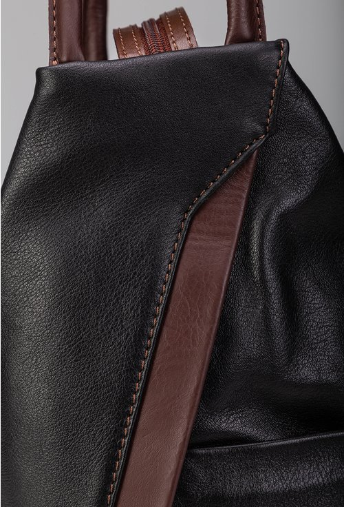 Rucsac negru din piele naturala cu forma alungita