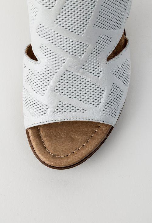 Saboti albi din piele naturala Sandy