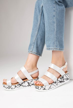 Sandale albe cu inseratii sclipitoare din piele naturala Petro