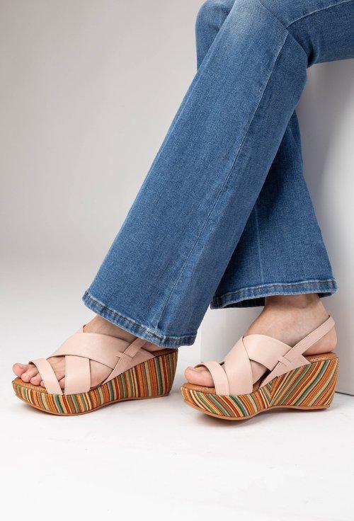 Sandale roz pudra cu platforma colorata din piele naturala Zorna