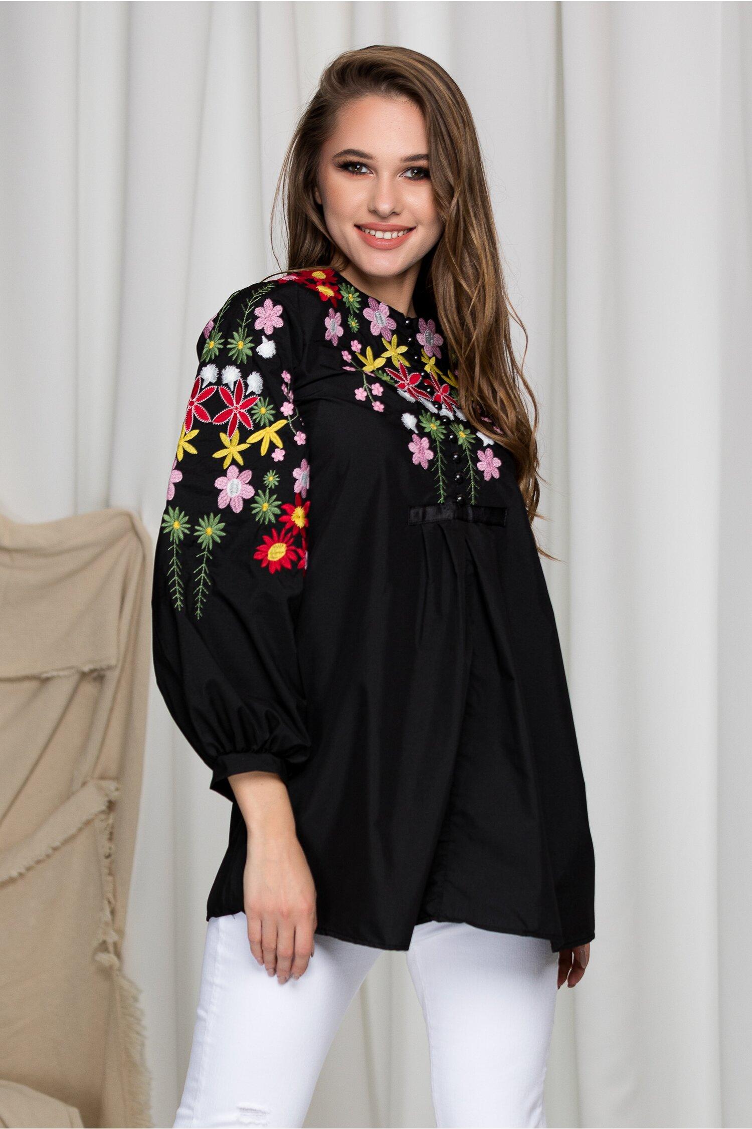 Bluza Aida neagra cu broderie florala
