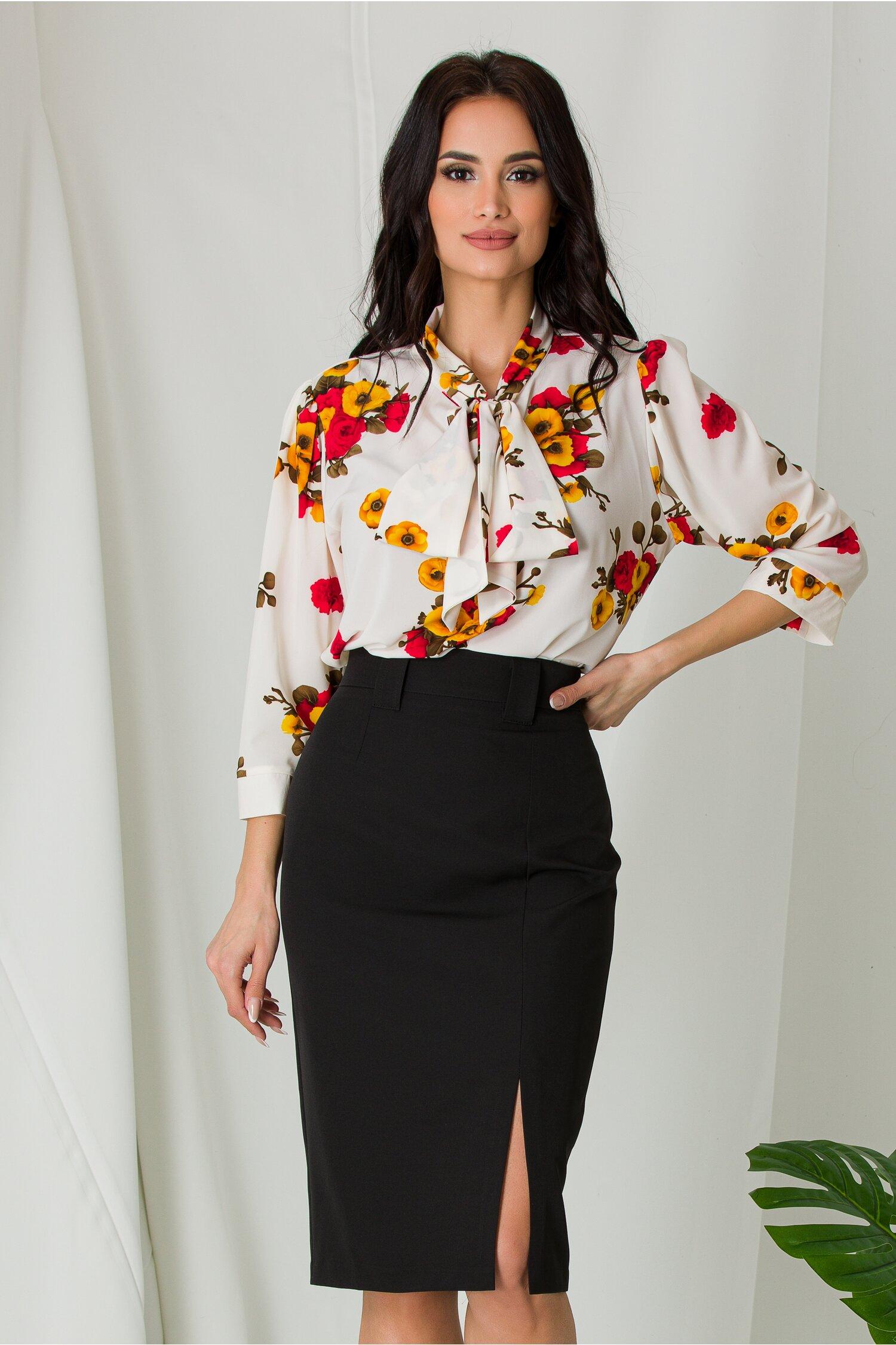 Bluza Amna vaporoasa alba cu imprimeuri florale