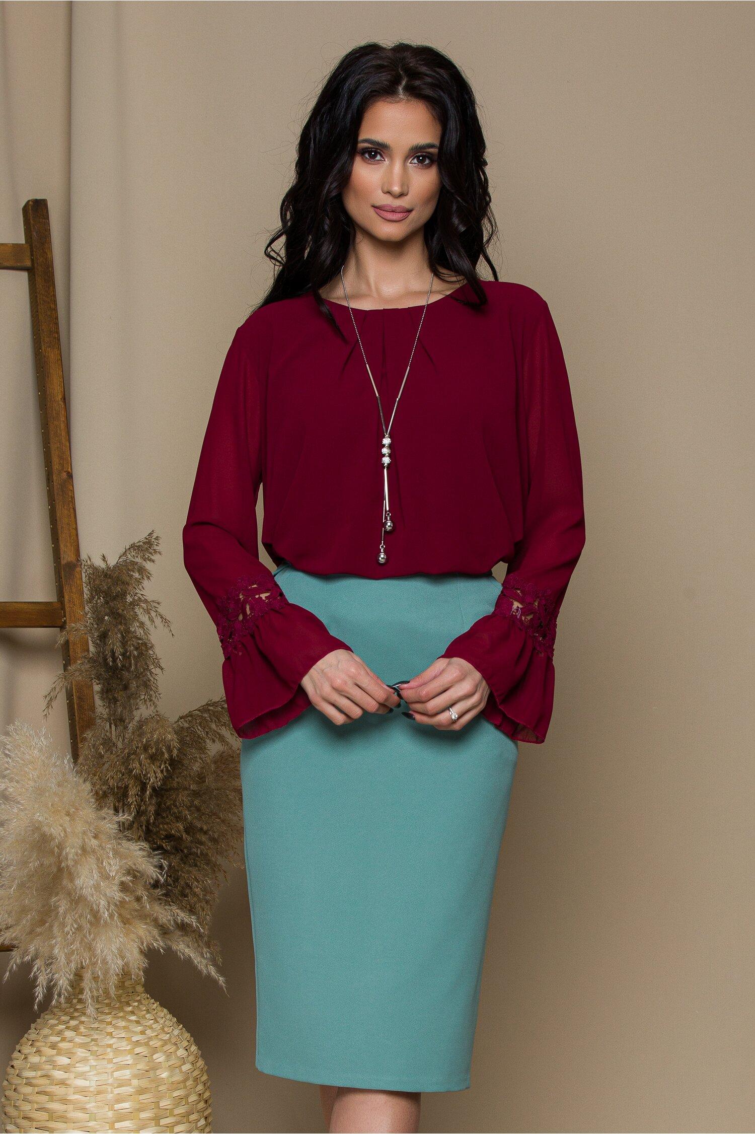 Bluza Amy bordo cu dantela la baza manecilor imagine