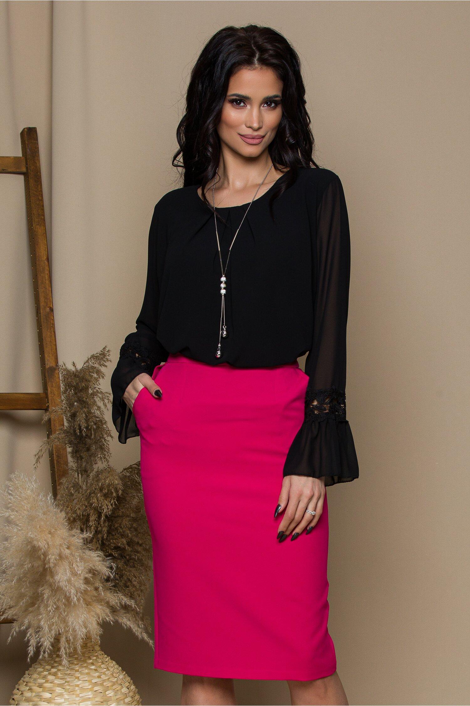 Bluza Amy neagra cu dantela la baza manecilor
