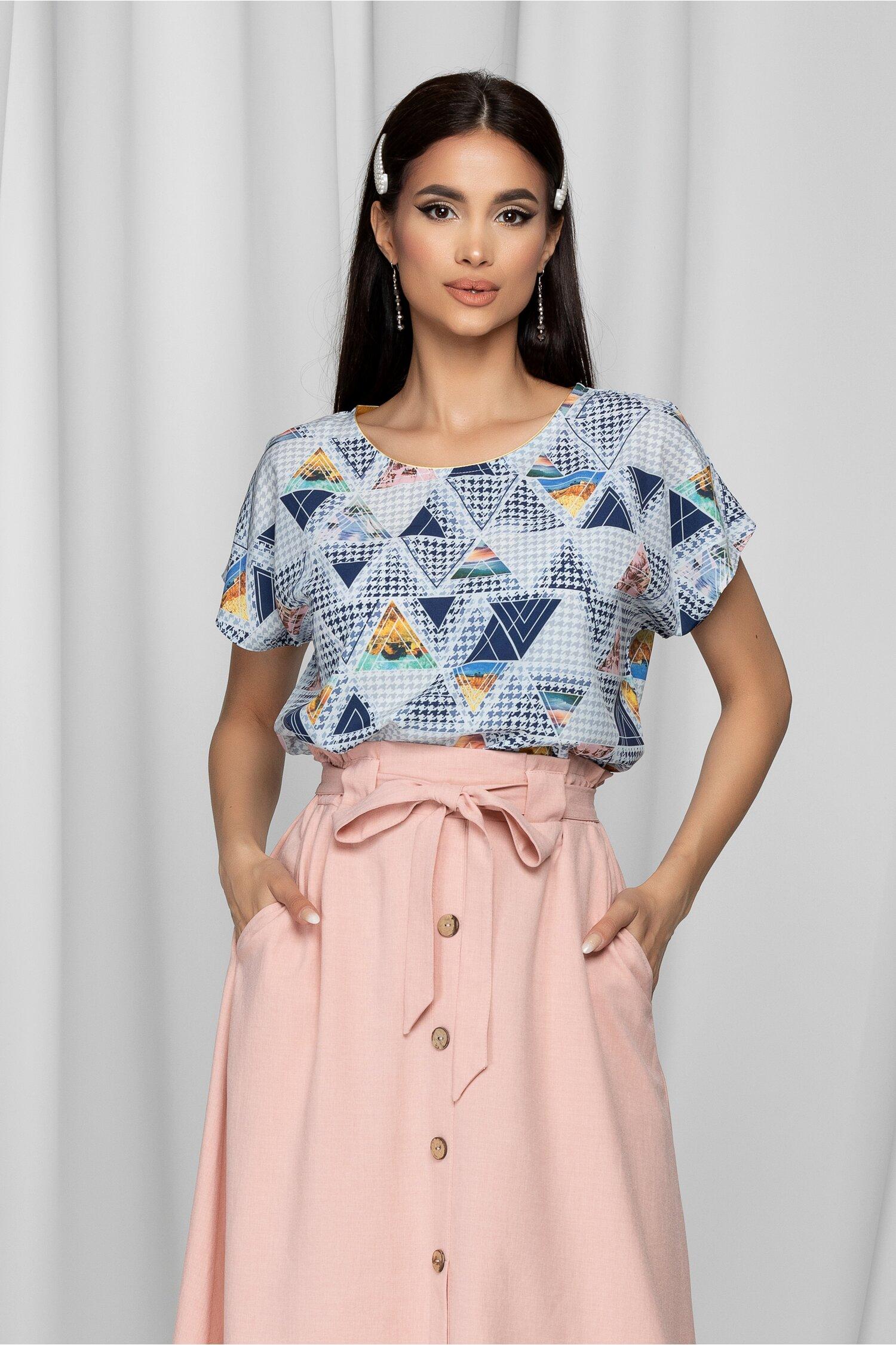 Bluza Andrada alba cu imprimeu picior de cocos si geometric