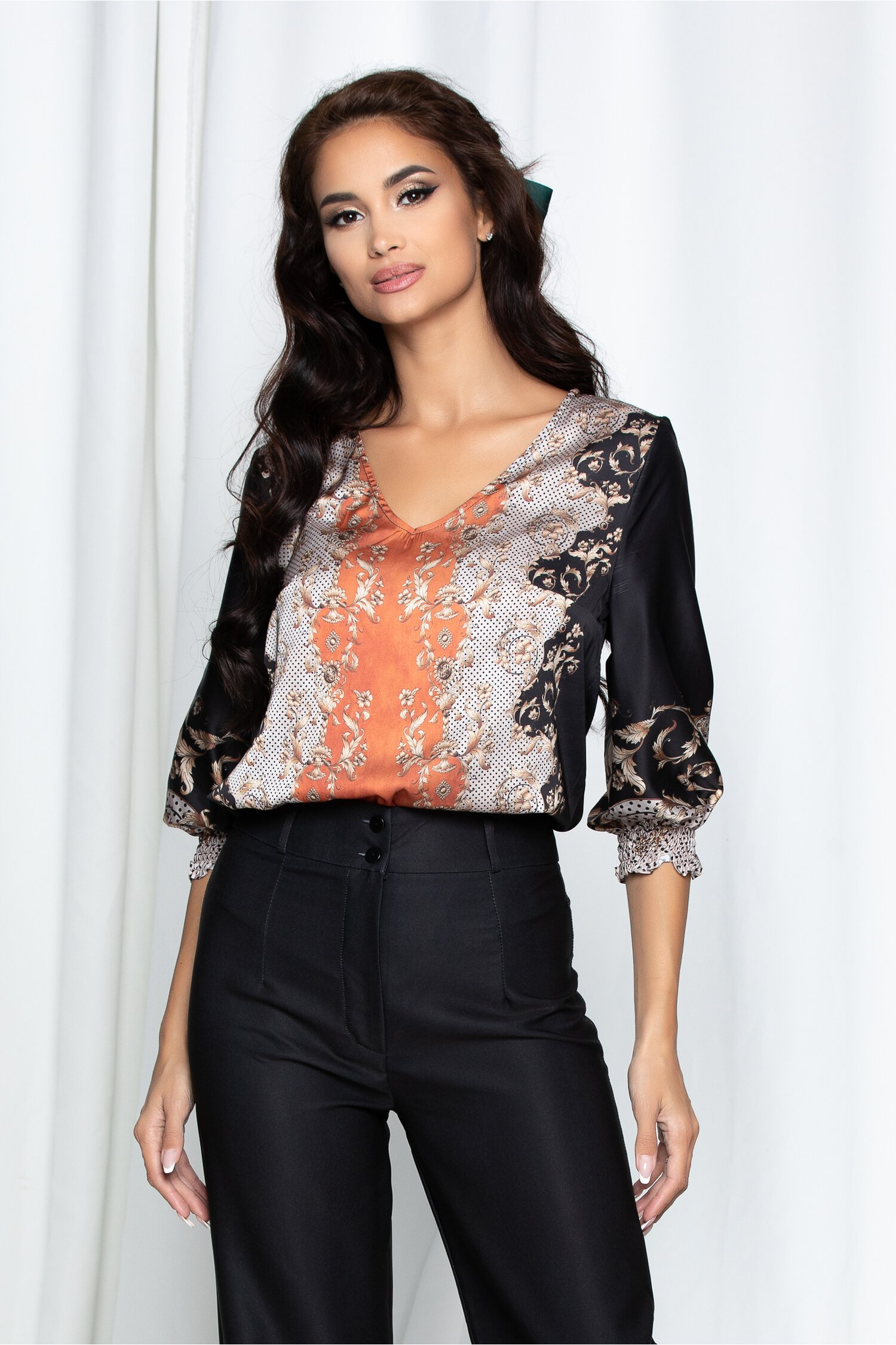Bluza Andrika neagra cu imprimeu floral