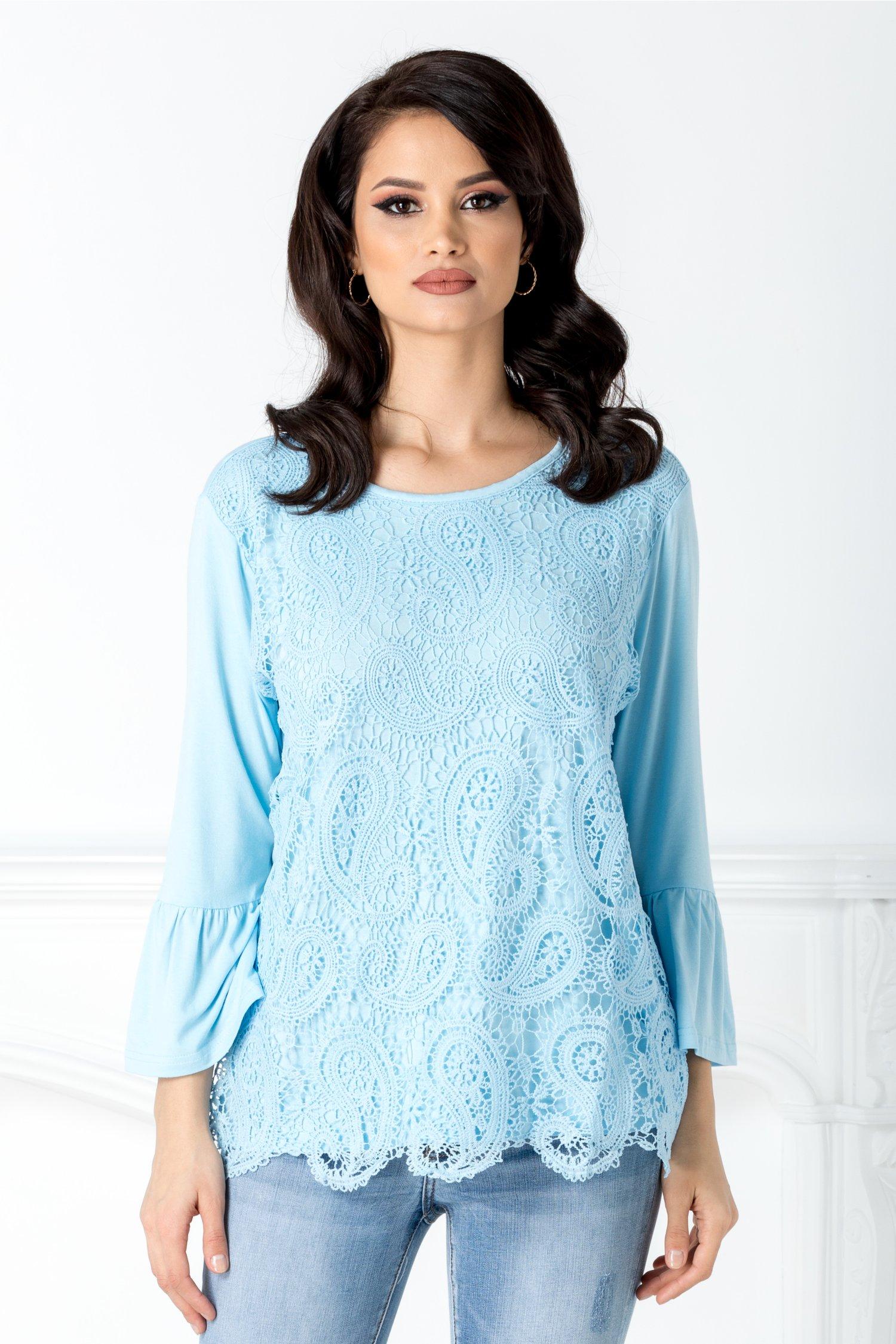 Bluza bleu cu dantela florala