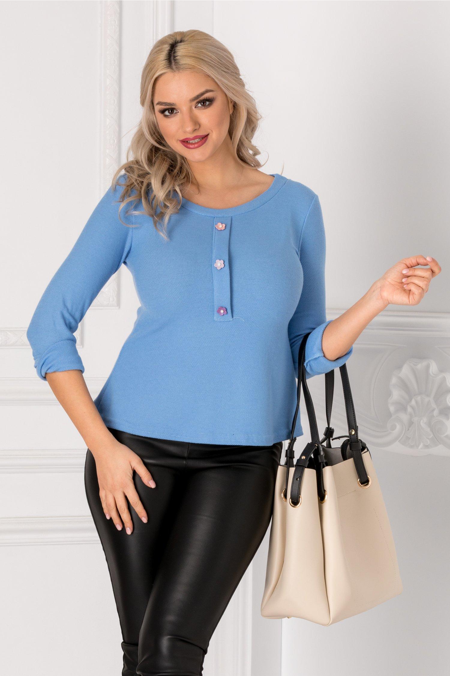 Bluza bleu cu floricele tip nasturi la bust