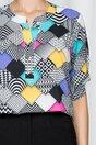 Bluza Caterina cu imprimeuri geometrice colorate si maneci scurte prinse cu nasturi