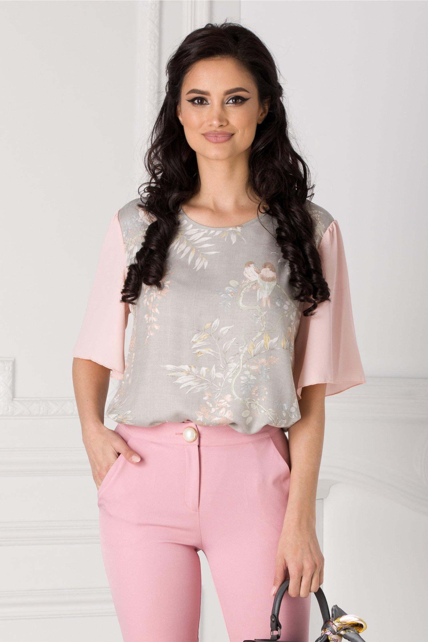 Bluza Dana gri cu imprimeu floral si maneci din voal roz
