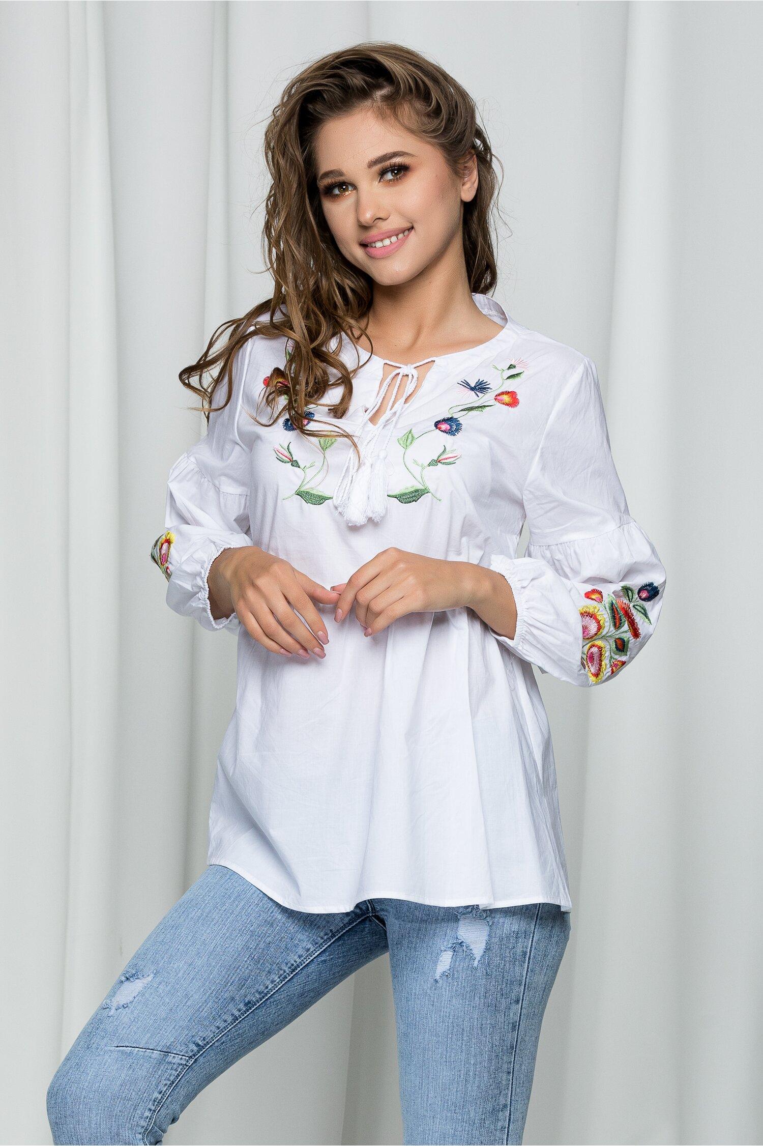 Bluza Delia alba tip ie accesorizata cu flori brodate